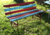 bench_red_blue